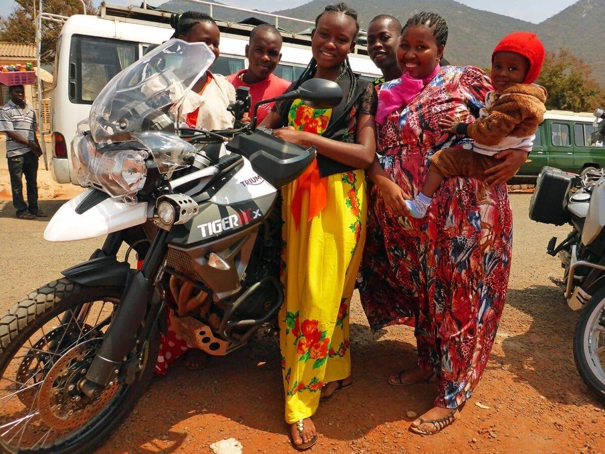 082_GlobeBusters-Africa-ladies
