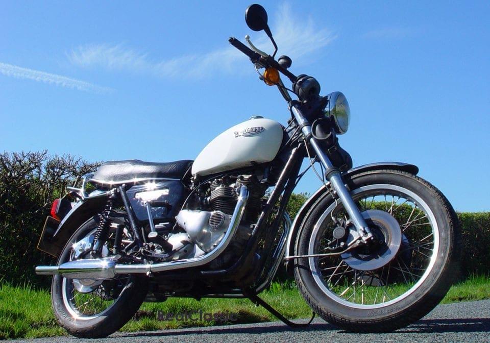 Triumph Bonneville T140 Real Classic